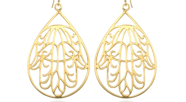 gold-hamsa-earrings